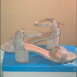 Shoes - Silver women's size 6.5 Bella Luna Shoes